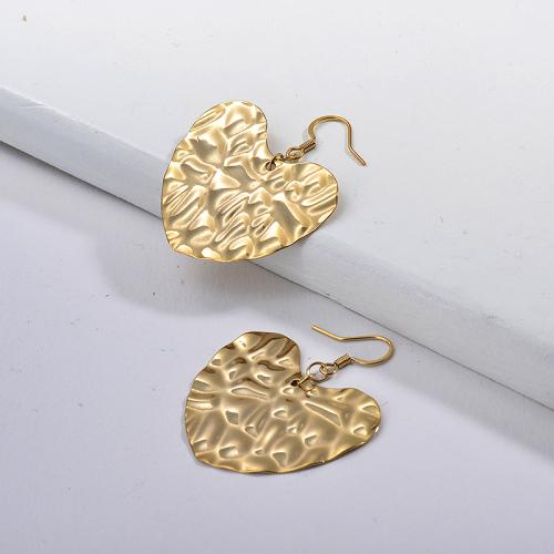Pendientes Corazón Martillado Chapado en Oro -SSEGG143-13750-G