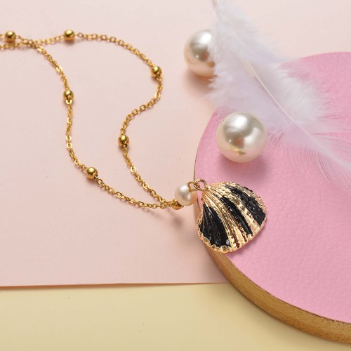 Collar de oro simple concha negra