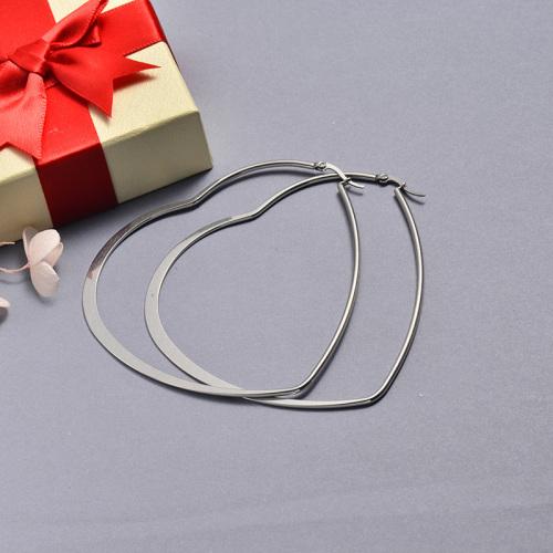 مجوهرات فضية من الفولاذ المقاوم للصدأ بتصميم بسيط أقراط على شكل قلب 87 * 83 مللي متر