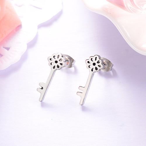 Pendientes de botón de llave de estilo simple de joyería de acero inoxidable plateado