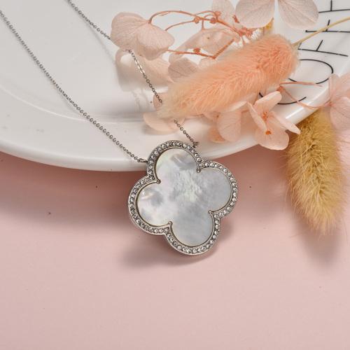 Trébol de cuatro hojas de estilo individual con collar de plata con diamantes
