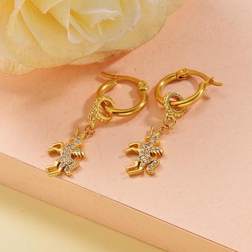 Boucles d'oreilles de licorne en acier inoxydable de conception faite à la main de bijoux plaqués or