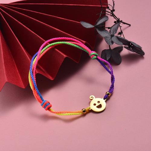 Bracelet ajustable tissé à la main en corde colorée avec pendentif enfant