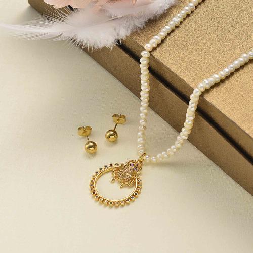 Collar pequeño de perlas de diamantes de fantasía