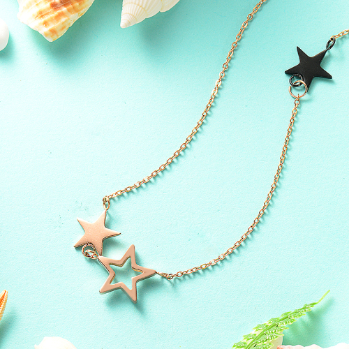 Collar de oro rosa con estrella de cinco puntas estilo moda