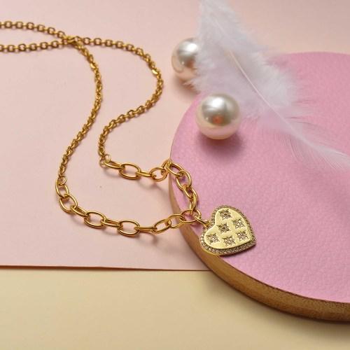 Collar de oro en forma de corazón de moda