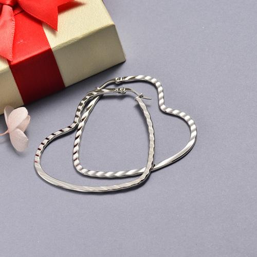 مجوهرات فضية من الفولاذ المقاوم للصدأ على شكل تموج أقراط على شكل قلب