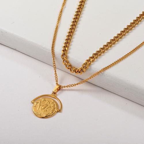 Collar de capa de cadena de eslabones gruesos con colgante de santo religioso de oro