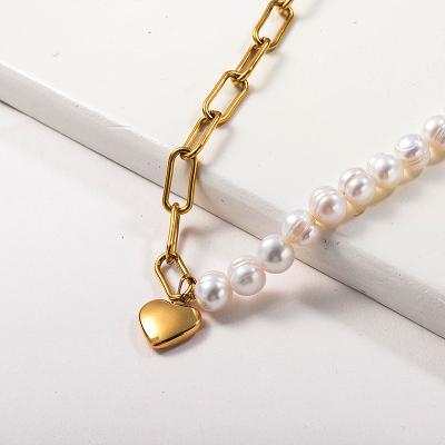 Collar de perlas de agua dulce con colgante de corazón chapado en oro de moda