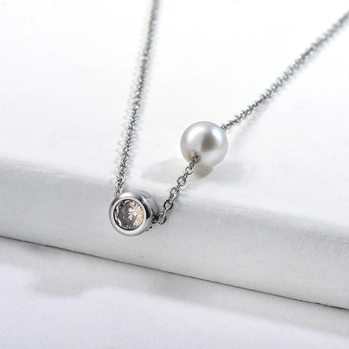 Collar de plata con perlas delicadas y circonitas para mujer