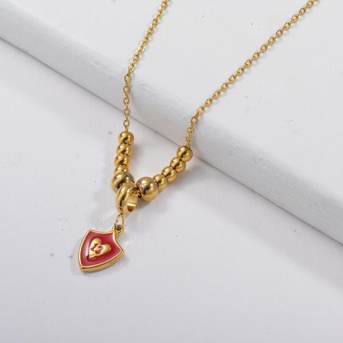 Colgante de la suerte de 13 años de esmalte rojo con collar de perlas de oro