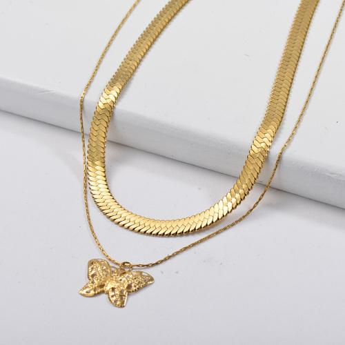 Collar llamativo de cadena de capa de serpiente con colgante de mariposa dorada