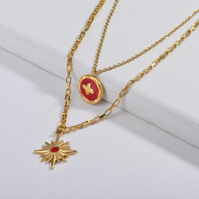 Cruz de esmalte rojo redonda con collar de cadena de capa de estrella