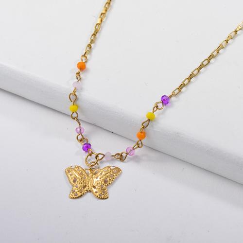 Dije de mariposa dorado con cadena de cuentas de colores Collar de eslabones de cadena mixtos