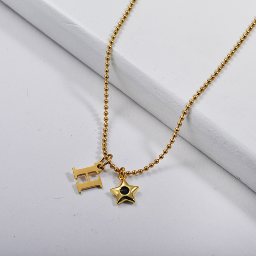 Letra inicial de oro personalizada W con collar de abalorios de estrella de cobre