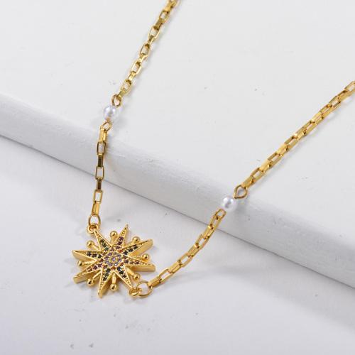 Colgante de estrella de colores de cobre con collar de cadena de eslabones cuadrados de perlas