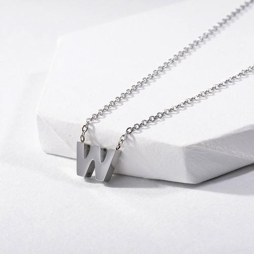 Lindo collar de plata con inicial letra W