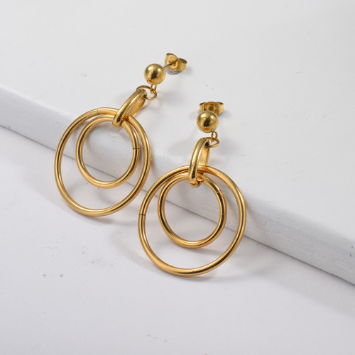 Aretes colgantes chapados en oro con tres argollas de oro