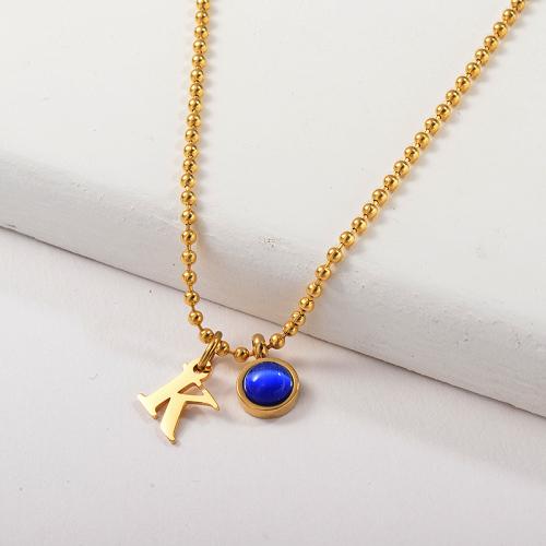 Charm lettre K en or avec collier en chaîne perlée en pierre Opel bleue