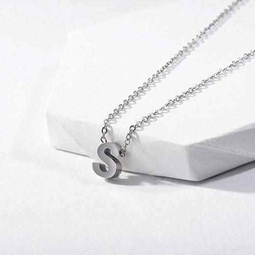 Collar con inicial alfabeto S de plata de moda para mujer