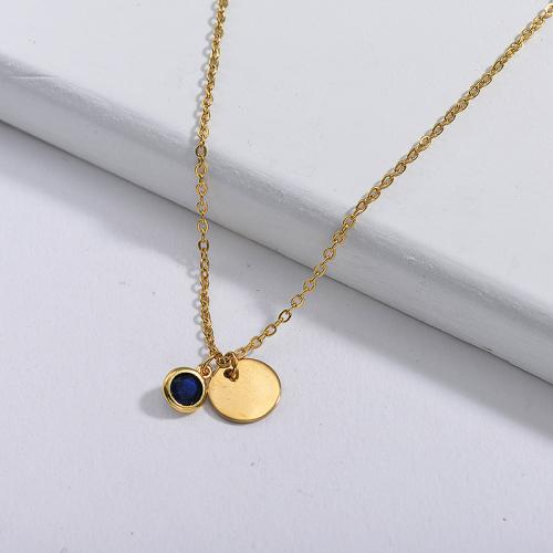 Colgante pequeño con etiqueta redonda de oro delicado y collar de piedra natal azul