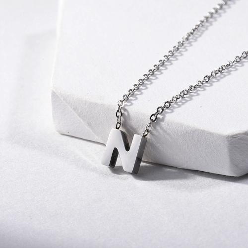 Lindo collar con inicial de nombre letra L chapado en plata
