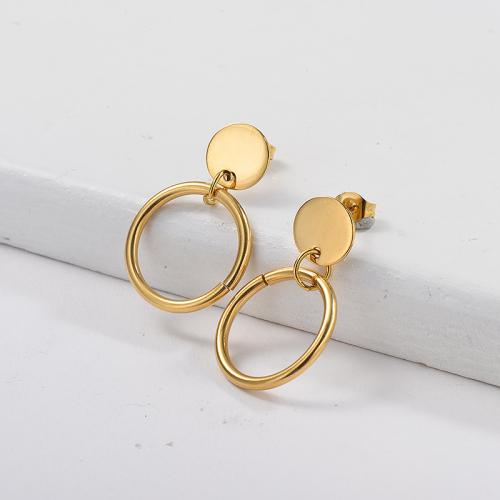 Pendientes colgantes chapados en oro con pequeño aro dorado