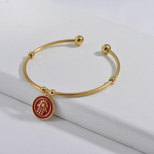 Bracelet en acier inoxydable doré de style simple avec pendentif main hamsa dégoulinant rouge