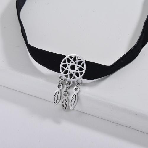 Lucky Jewelry Collar de gargantilla de franela negra con encanto de atrapasueños de plata