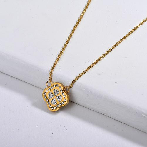 Collar de oro con trébol de cuatro hojas estilo moda