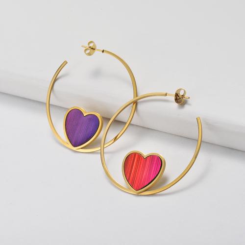 تصميم مجوهرات مطلية بالذهب موضة أقراط من الفولاذ المقاوم للصدأ على شكل قلب 18 ملم