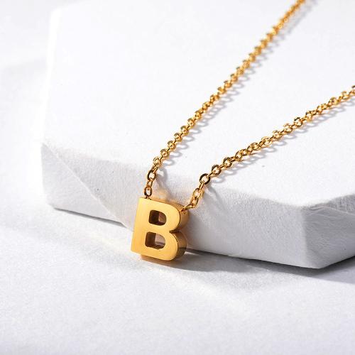 Collar de oro con dije de letra B, joyería de verano