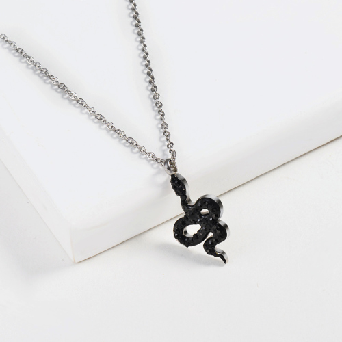 Collar de plata estilo serpiente negra
