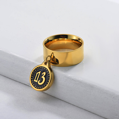 Anillo ancho con colgante de moneda de esmalte negro chapado en oro