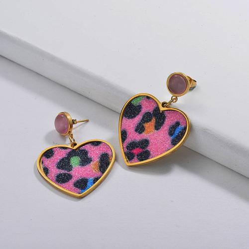 Pendiente de gota de corazón de leopardo rosa