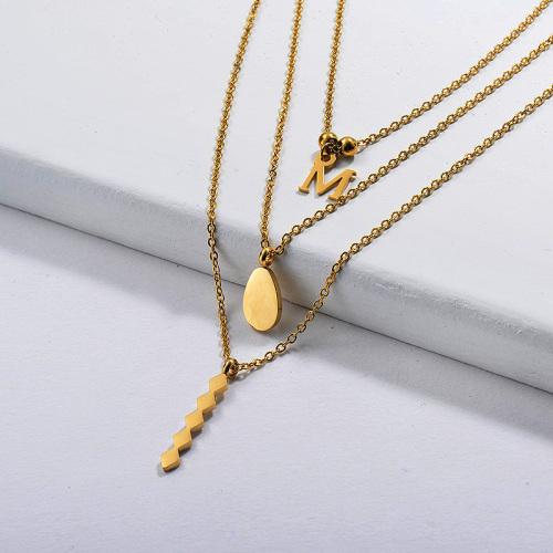 Collar con inicial de múltiples capas chapado en oro