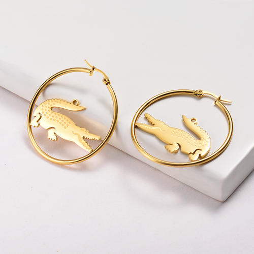 Pendientes de aro de acero inoxidable con diseño de cocodrilo chapado en oro