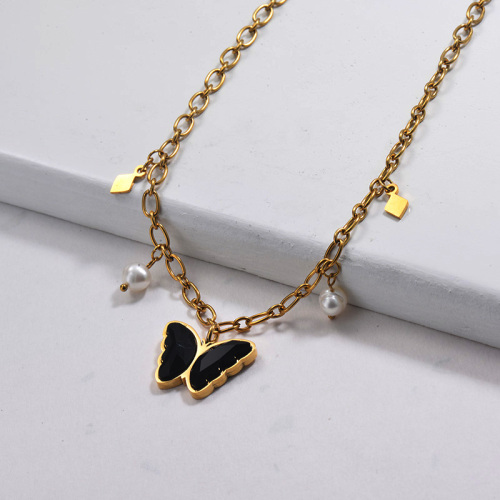 Collar de perlas de agua dulce con perlas de cristal y mariposa