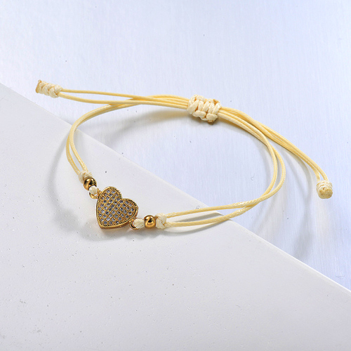 Pulsera de hilo amarillo con colgante de racimo de circonitas en forma de corazón delicado