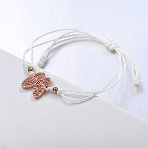 Pulsera de hilo blanco con colgante de racimo de circonita mariposa delicada chapada en oro rosa
