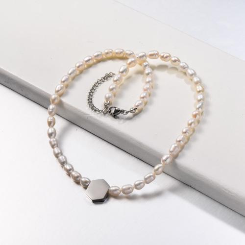 Collar de perlas de agua dulce con abalorios de acero