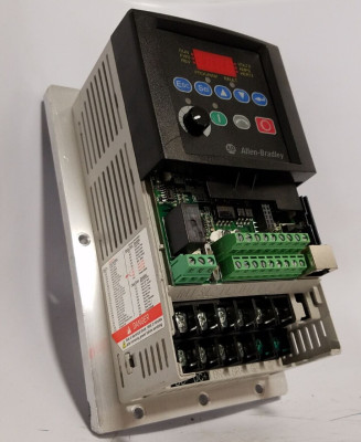AB Allen-Bradley 22B-D010H204 Drive PowerFlex 40 480VAC