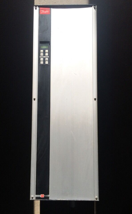 DANFOSS VLT TYPE 3016 DRIVE 20HP 3x200-230 V