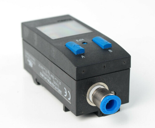 Festo SDE1-V1-G2-W18-L-P1-M12 Pressure Sensor