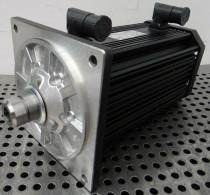 Lenze MCA 14L20-RS0B0-Z0E0-ST5S00N-R0SU Motor 1,4kW rpm2000