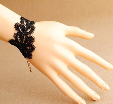 Fabulous Black Lace Retro Lolita Bracelet-out