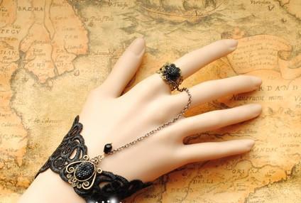 Delicate Black Gothic Lace Lolita Bracelet-out