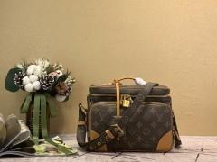 1:1 original leather Louis Vuitton men camera bag M44937 00362 top quality