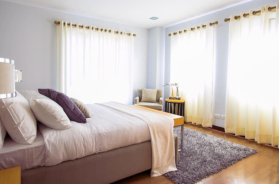 bedroom-bed-pillow-comforter