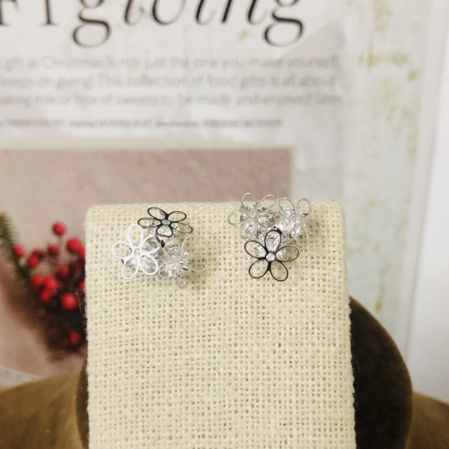 Silver 3 Petals Flower and Zircon Fashion Style Stud Earrings 2011172